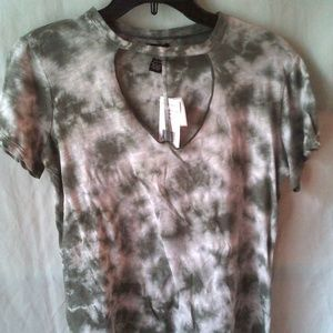 Ladies low cut shirt by Rue21, size M